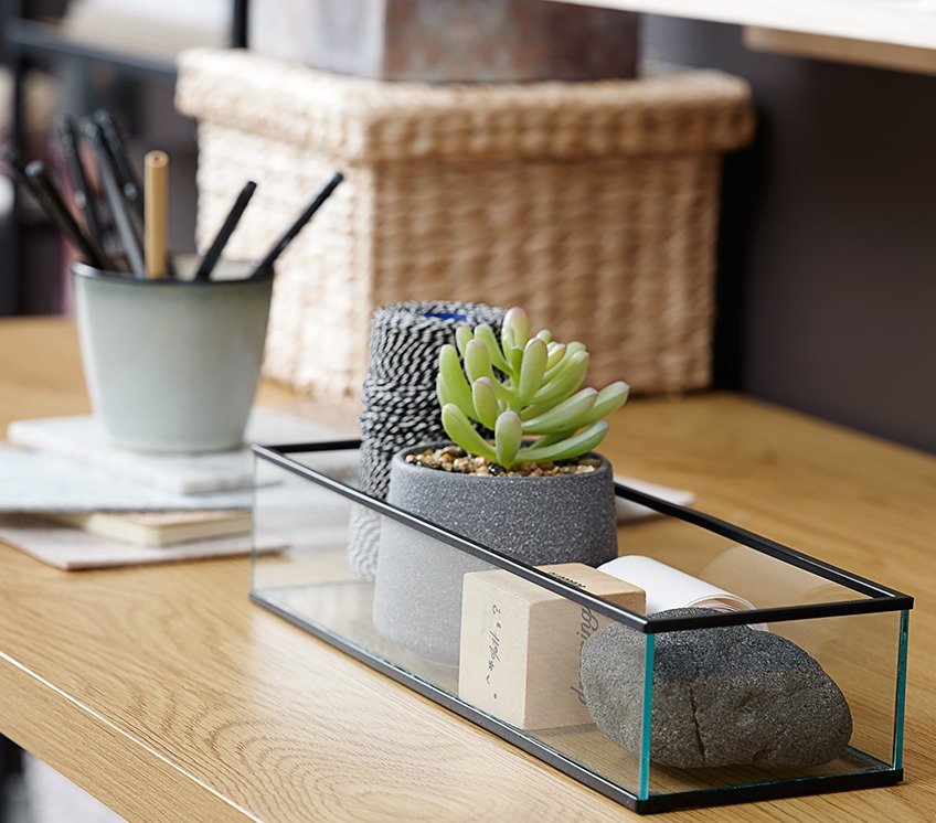 Glass tray with artificial plant and other décor